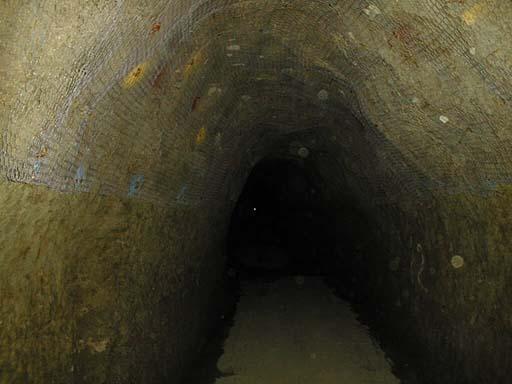 写真:中山隧道内部1
