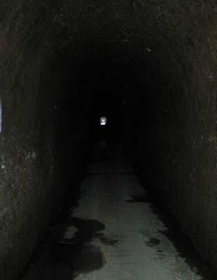 写真:中山隧道内部2
