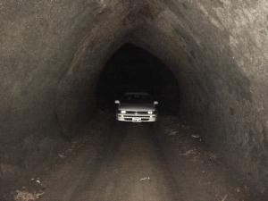 写真:隧道への道