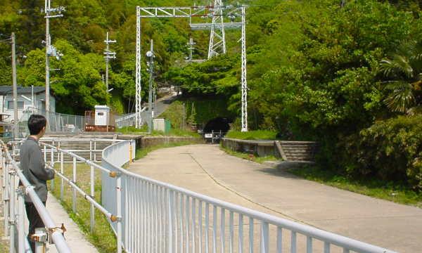 写真:孔舎衙坂駅入口2