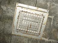 写真:伊世賀美その他1:天井の照明設備。訪問時は消灯していました。