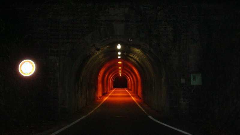 写真:小峰隧道 八王子側坑口