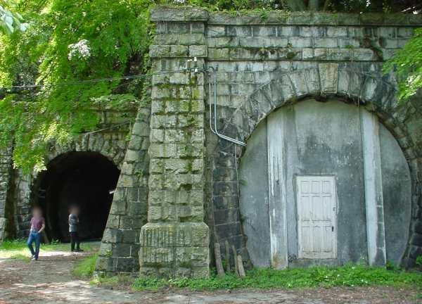 写真:トンネル入口2