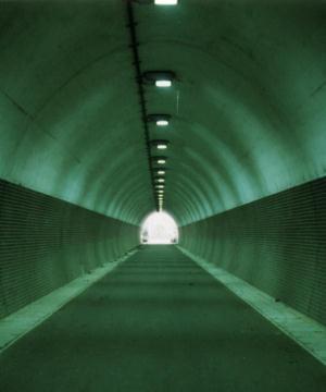 写真:(旧)満地トンネル内部