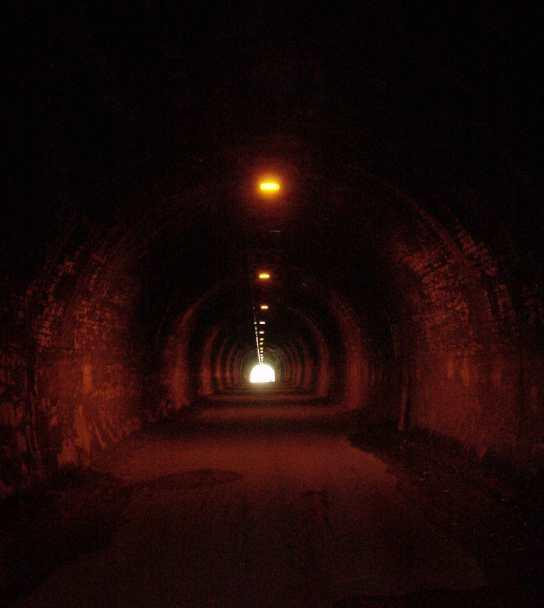 写真:(旧)吹上トンネル内部。クリックすると大きな画像をご覧いただけます